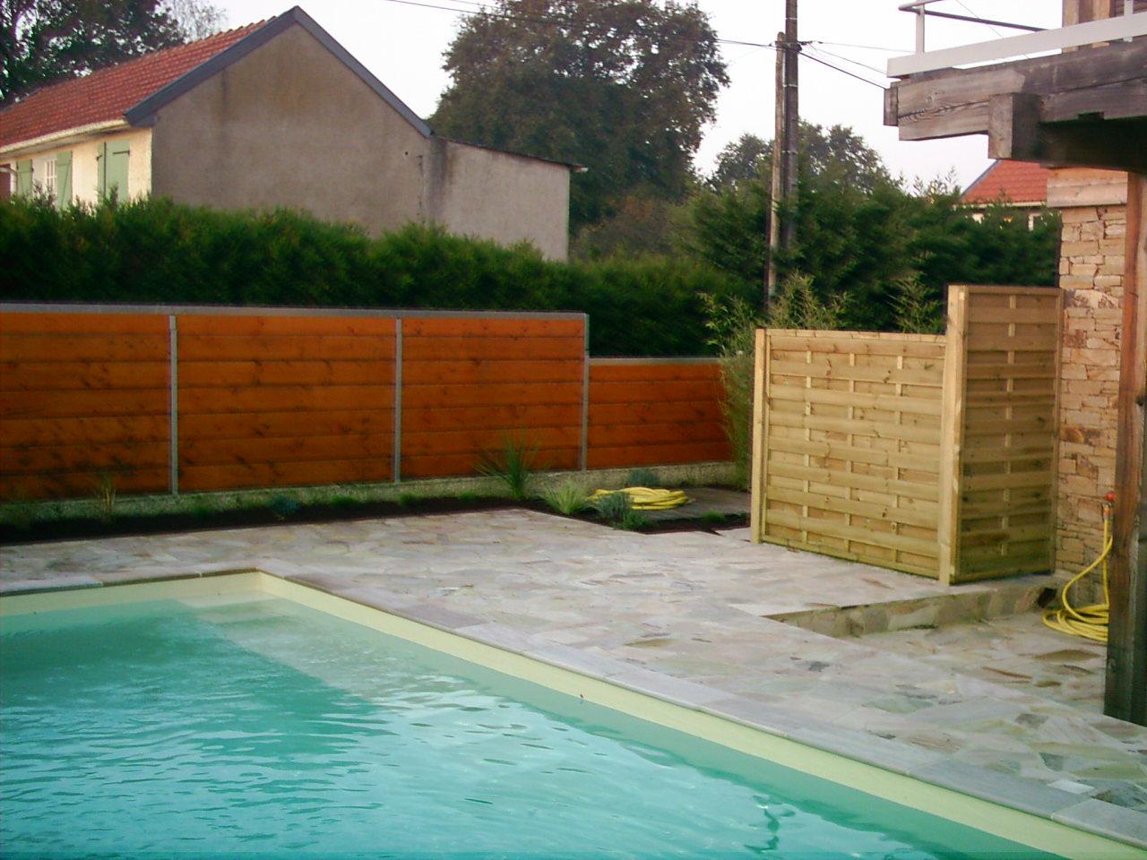 Cl tures et dallage pour am nagement de jardin sainte for Entretien jardin nantes